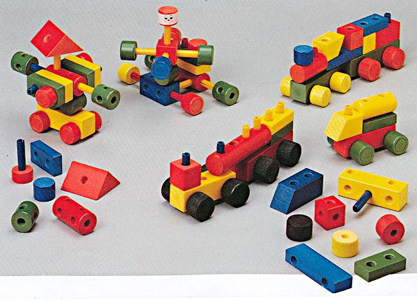 Endeløse lekemuligheter med klosser, plugger og hjul til å lage